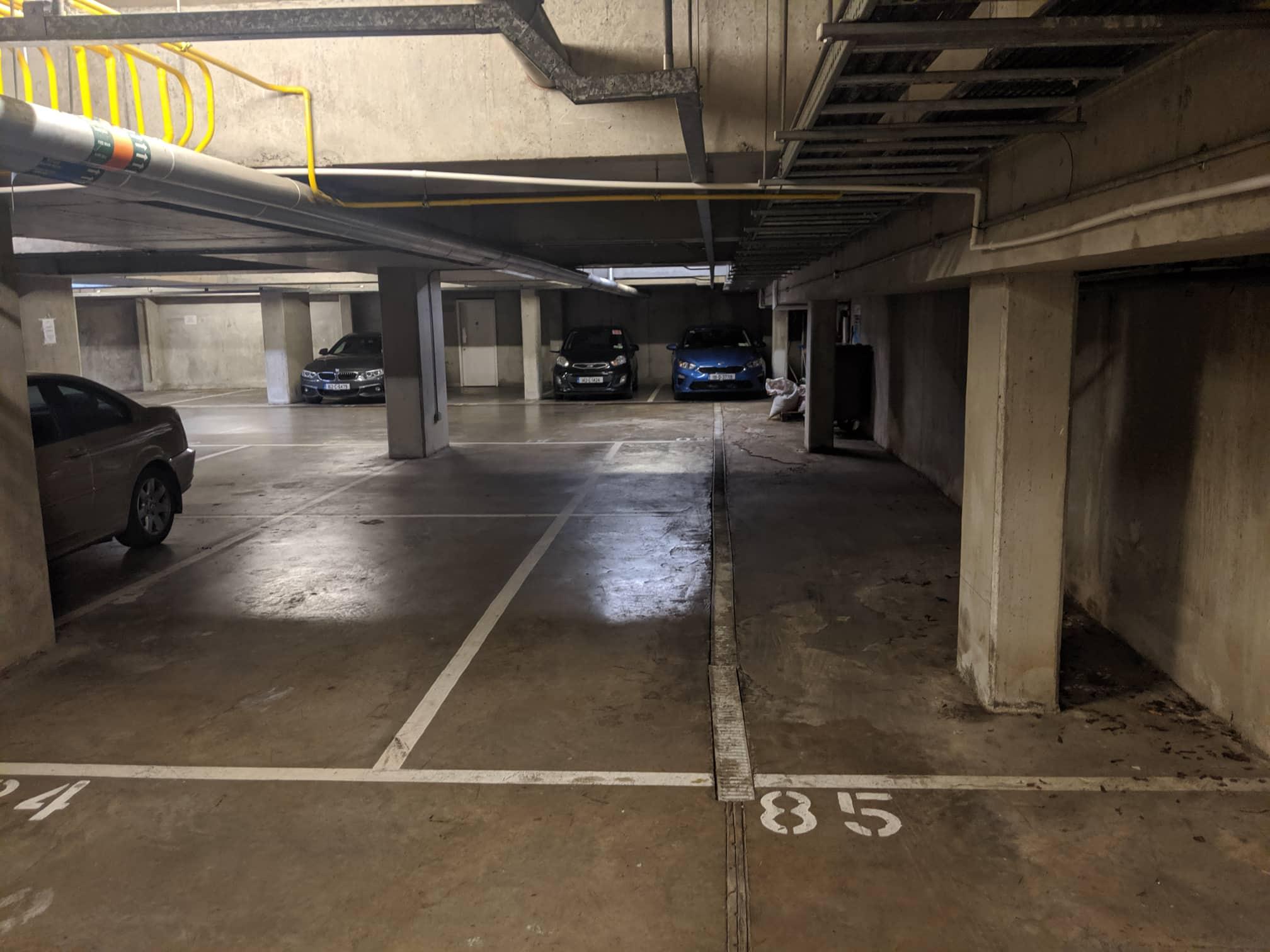 listing-photos/6396/parkingspace1-5d1e48a84914f.jpg